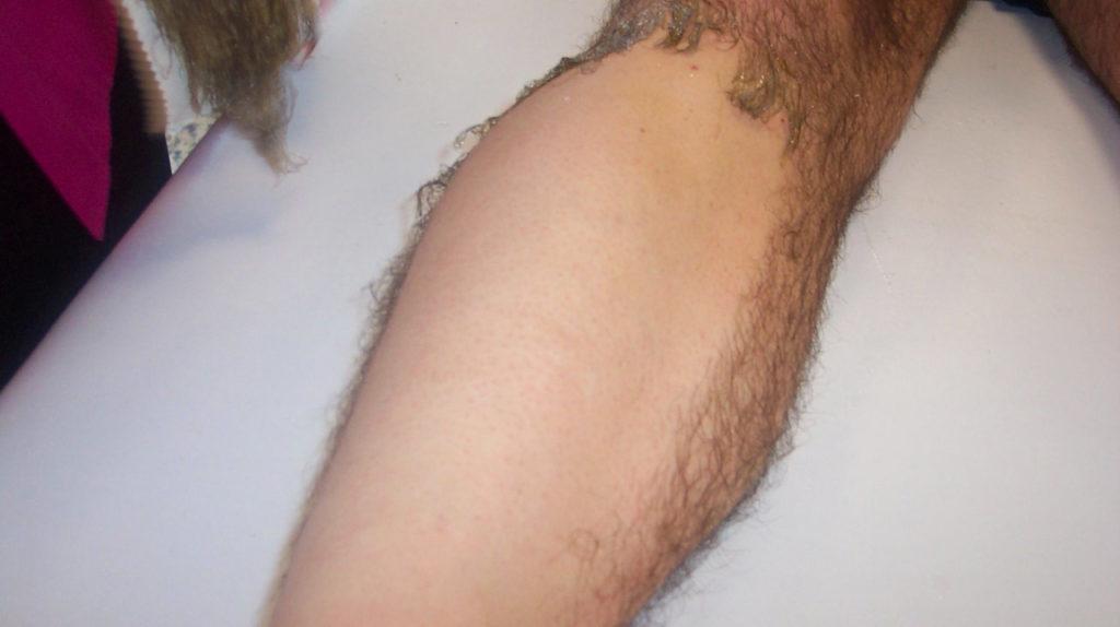 Depilazione gambe uomo con ceretta